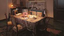 隠れ家の8人が集まって食事をしていた部屋。ファン・ダーンのおじさんとおばさんの寝室でもありました。