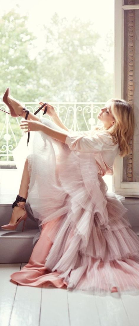 Kate Hudson Styled Jimmy Choo's Fall Collection, and the Result Is Complete Shoe…