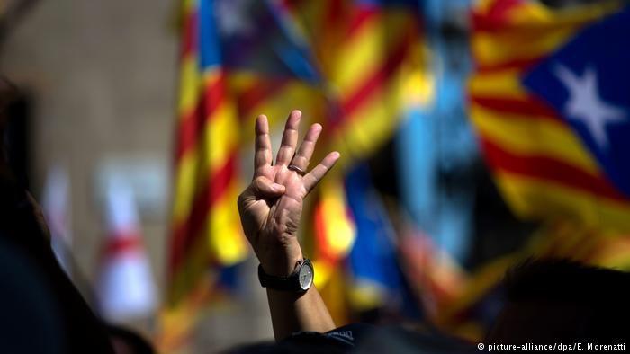 Catalanes arrancan jornada electoral decisiva -  BARCELONA/MADRID (Reuters)Los catalanes comenzaron a votar el jueves en unas atípicas elecciones regionales marcadas por los procesos judiciales contra el depuesto Gobierno independentista y de las que saldrá, según los sondeos, un Parlamento sin mayorías y con dificultades para elegir pres... - https://notiespartano.com/2017/12/21/cataluna-arranca-jornada-electoral-decisiva/