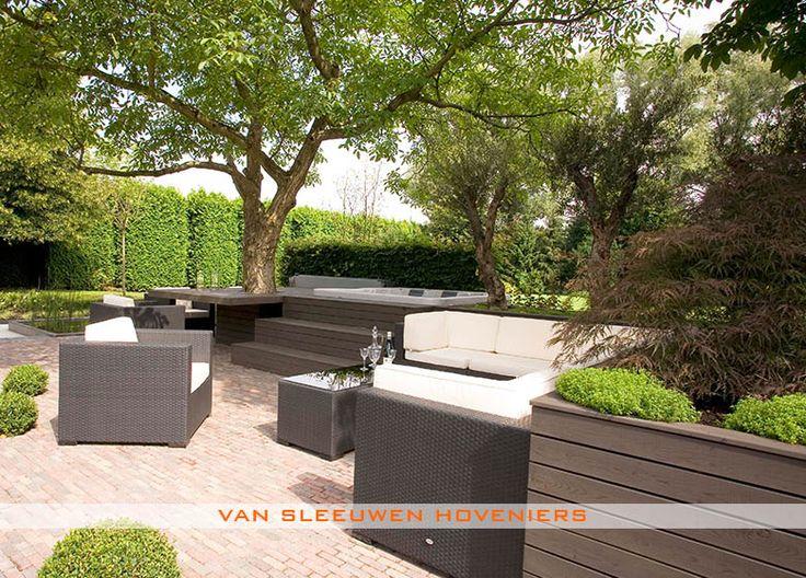 Tuin met jacuzzi, ontwerp & aanleg door Van Sleeuwen Hoveniers - Veghel. Meer tuinen met jacuzzi's treft u op www.vansleeuwenhoveniers.nl.