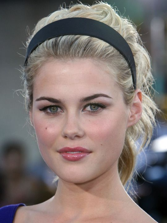 Rachael Taylor - don't know who she is but she's so pretty i pinned :)