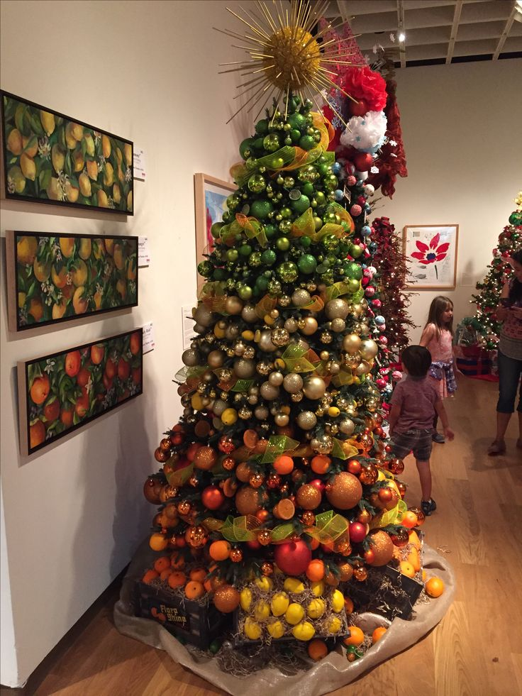 Florida citrus-themed Christmas tree at Festival of Trees ...