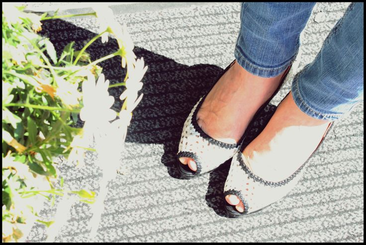 Décolleté open toe. hand woven leather black and white. Pump shoes, high heel and platform daniele tucci #madeinitaly #italianmanifactury  #italianfashion #italianshoes #scarpeitaliane
