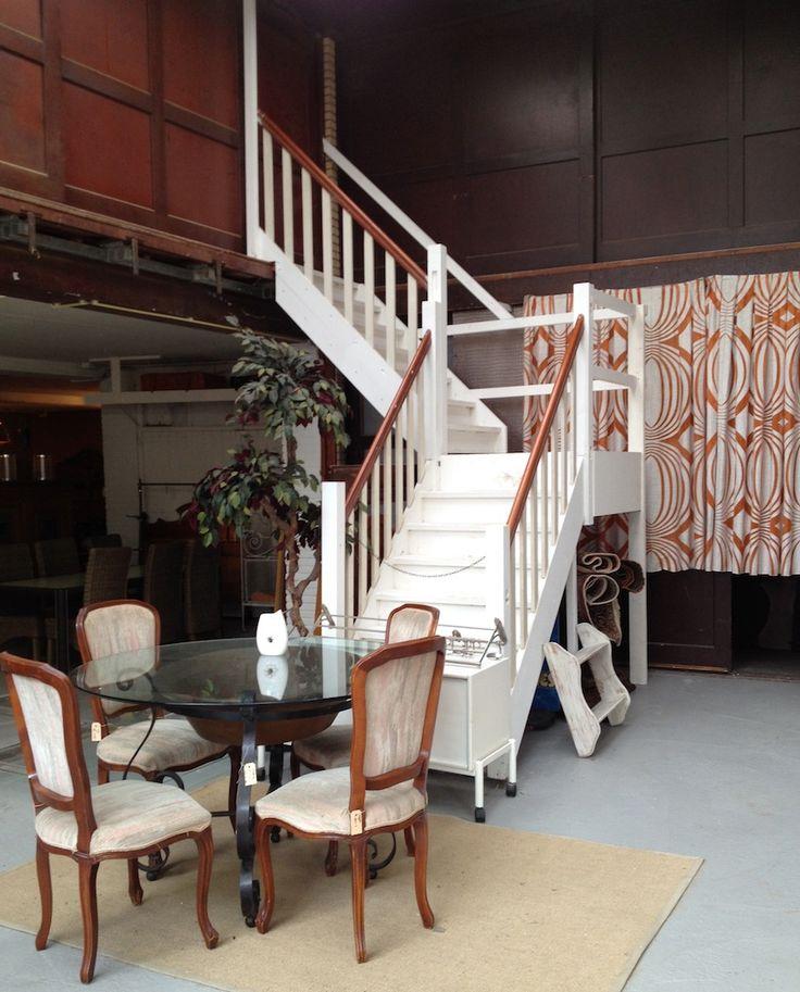17 beste idee n over moderne raambekleding op pinterest muur gordijnen raambekleding en gordijnen - Oude tafel en moderne stoelen ...