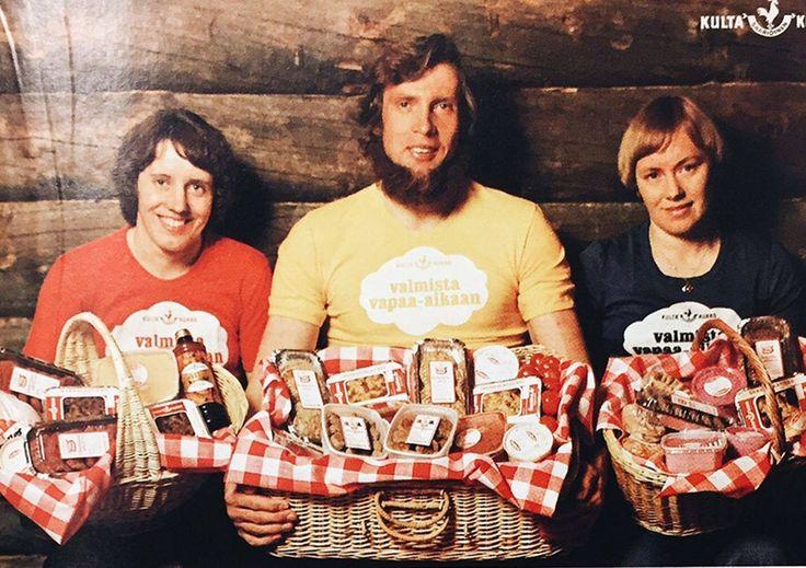 Saarioisten mainos vuodelta 1977. Hilkka Riihivuori, Juha Mieto ja Helena Takalo.
