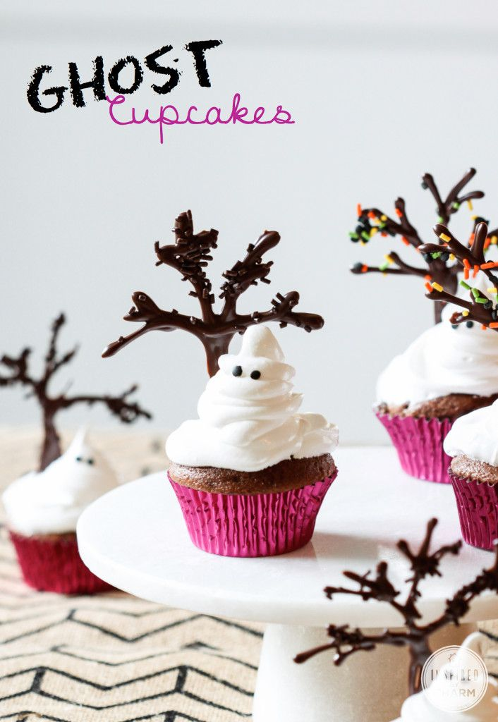 Adorable Ghost Cupcakes via Inspired by Charm and @Gayle Roberts Merry Homes and Gardens #DelishDish