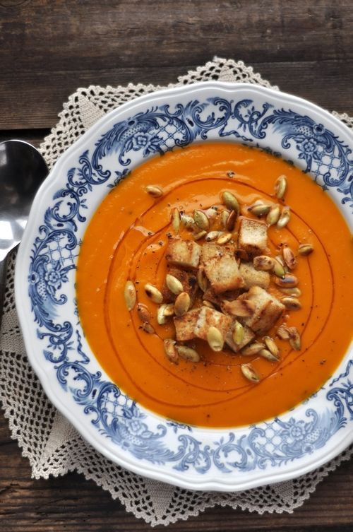 Zupa dyniowa z grzankami i pestkami dynii