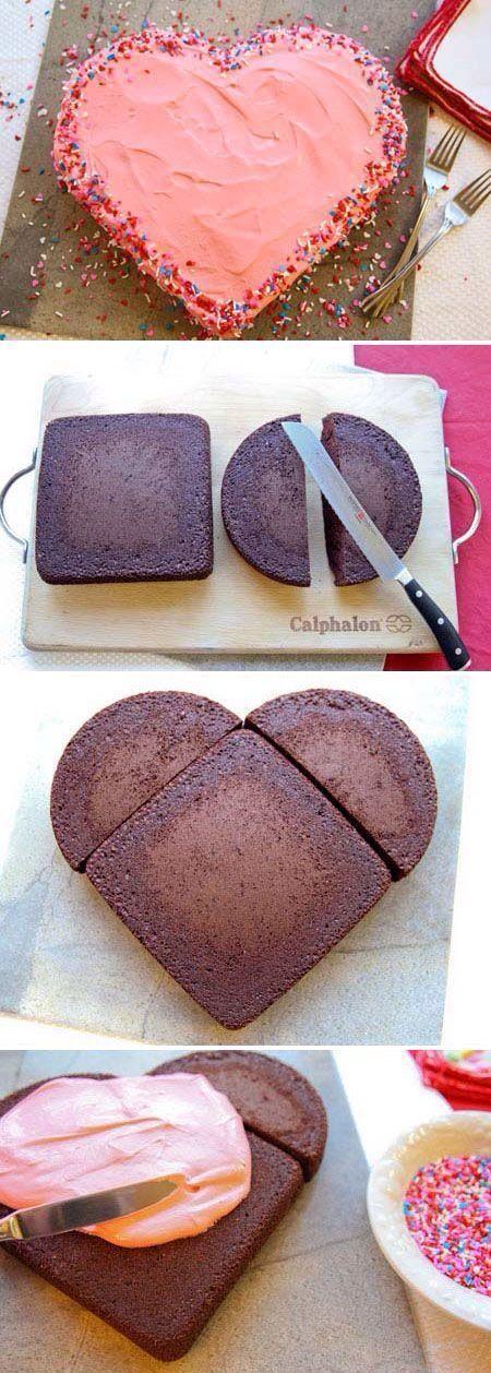 Hoy en nuestra sección *WEDctafts les dejamos una idea lindísima: Torta de Bodas con forma de corazón. No les encanta? Lo unico que necesitás es un molde cadrado y uno redondo, los dos del mismo diámetro! Cocinás los dos biscochuelos o tortas y cortas la circular al medio. Formas el corazón con las tres partes y podes recubrir con merengue y/o granas de colores o con formas para decorar... MUY FÁCIL!  http://www.wedstyle.com.ar/wedstyle/blog/torta-de-bodas-wedcrafts/