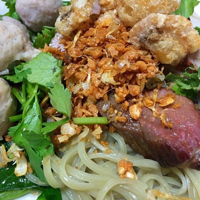 米麺、豚ボール、フライにんにく、パックチー - 17件のもぐもぐ - タイラーメン汁なし by yukiyuichiCib