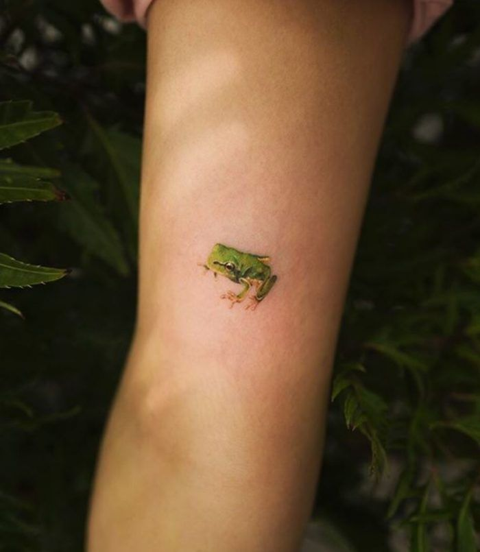 Tiny Frog Tattoo Inkstylemag Frog Tattoos Tattoos Dainty Tattoos