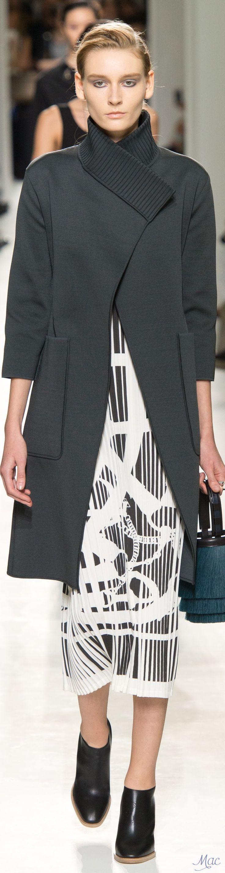 Spring 2017 Ready-to-Wear Hermès