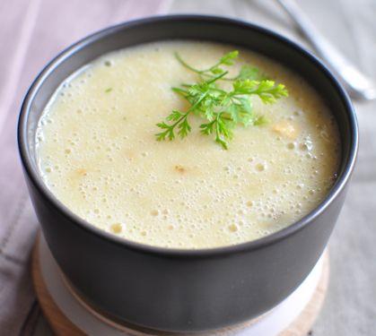 Velouté de chou-fleur | Plus de recettes ici : http://www.enviedebienmanger.fr/recettes/soupes