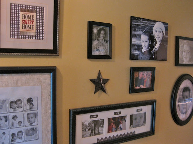 Dream and Differ: Front Hall and Gallery Wall - Love what she's done...might be able to do something like this in my similar hall.