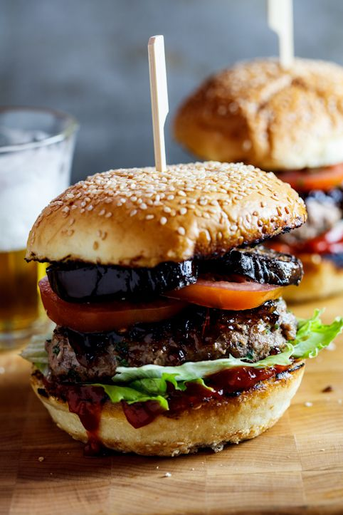 Beef burgers with caramelized onions, fried aubergine and tomato chutney.