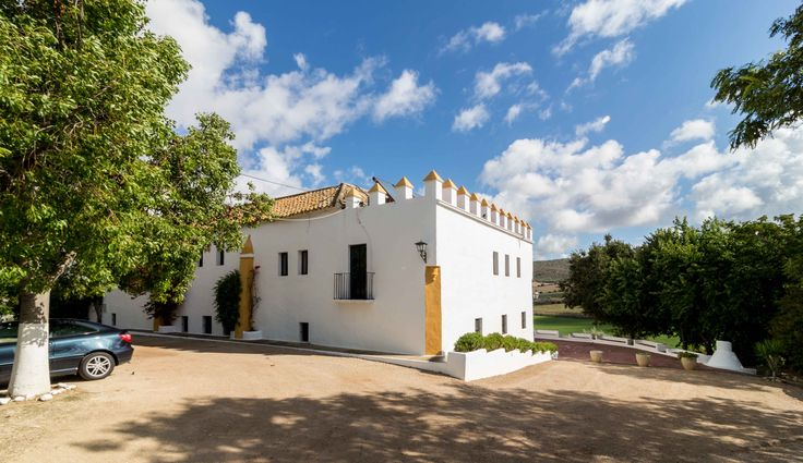 Entrada de la Hacienda. Bonita arquitectura popular tradicional andaluza. Siglo XV
