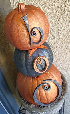 pumpkins and spray glitter: Halloween Decor, Glitter Pumpkin, Halloween Pumpkin, Pumpkin Topiaries, Front Doors, Fall Halloween, Pumpkin Decor, Front Porches, Halloween Ideas