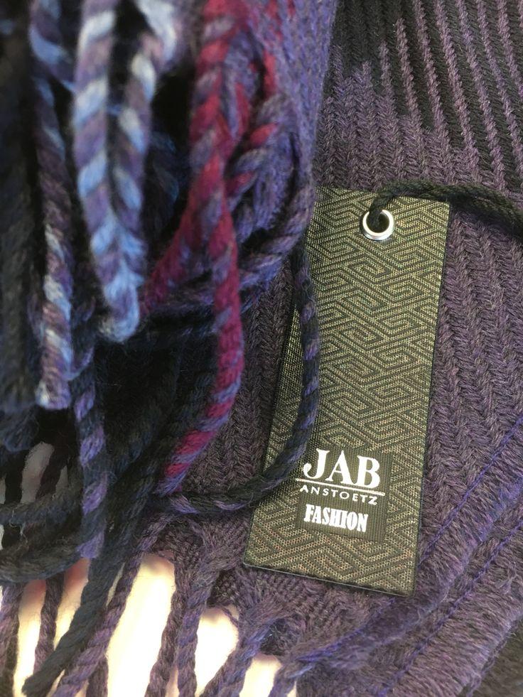 #Plaid von #jabanstoetz aus 100% kuscheliger #Schurwolle in #lila #purple bei #Raumausstatter #Rademann in #Kiel #Dekoration #Gardine #nähen #Boden #Teppichboden #verlegen #Polsterei #Sonnenschutz #Tapete