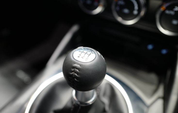 高学歴 高収入になるほどマニュアル トランスミッションを好むという統計結果 米では66 がmt操作可能 55 がmt車を所有経験アリ しかし実際に売れた Mt車は全体のわずか2 2021 マニュアルトランスミッション Mt 車 ボクスター