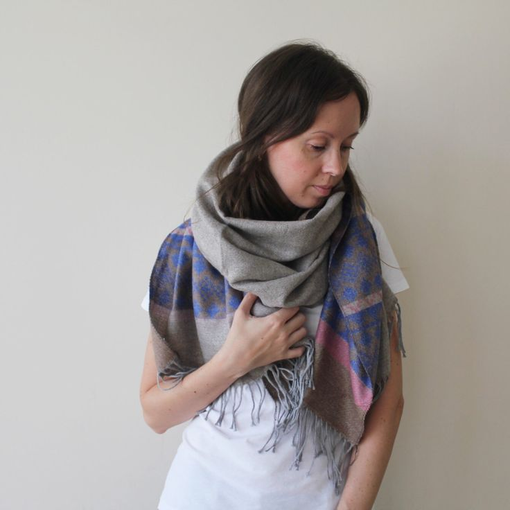 Beautiful scarf for you!)