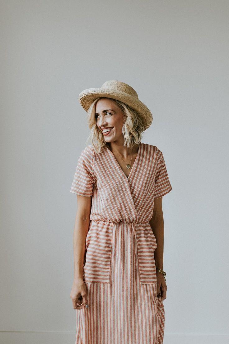 Idée et inspiration look d'été tendance 2017 Image Description mode : Rolee, robe Peyton, rayures, rose pâle