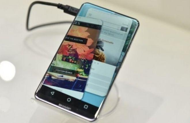 Sharp presenta Corner R, concept smartphone con display 2.5D senza cornici su tre lati - HDblog.it