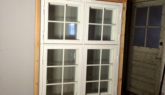 Bonderøvens vinduer sælger