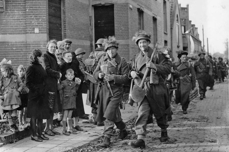 Poolse troepen van de 1e pantserdivisie trekken op 29 oktober 1944 Breda binnen. Dankzij een slimme krijgslist van hun commandant blijft de stad veel geweld bespaard.