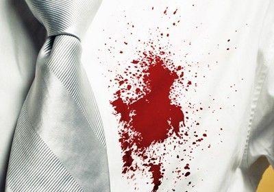 Кровь попала на вашу одежду, обувь или мебель? Мы расскажем о том, как удалить ее безвозвратно, не тратя деньги на пятновыводители.
