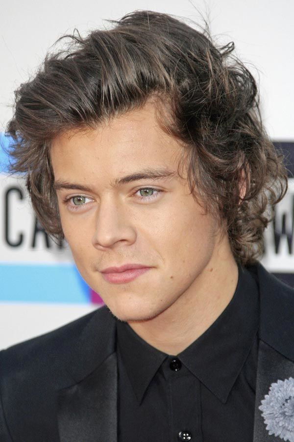 How To Rock A Harry Styles Haircut Menshaircuts Com Mens Hairstyles Hair Styles Mens Hairstyles Short