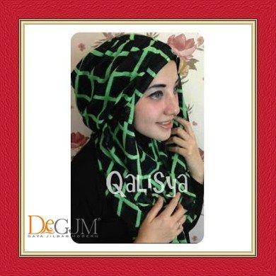 Jilbab Hoodie Ceruti Cantik Modern Danica Square by Qalisya Hijab