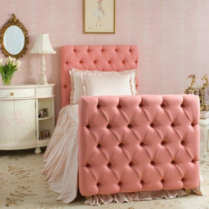Фото 36 - Кровать с каретной стяжкой - изюминка романтичного светлого интерьера для девочки подростка