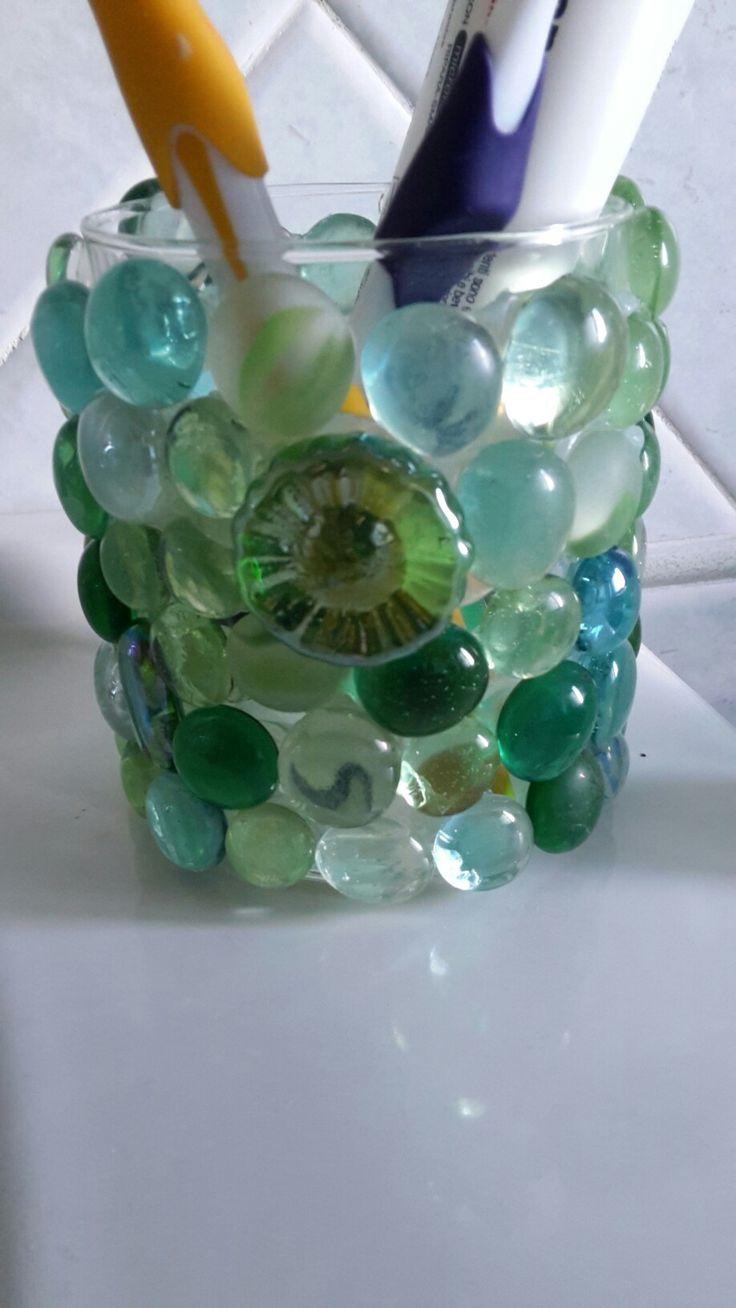 Portaspazzolini con biglie di vetro