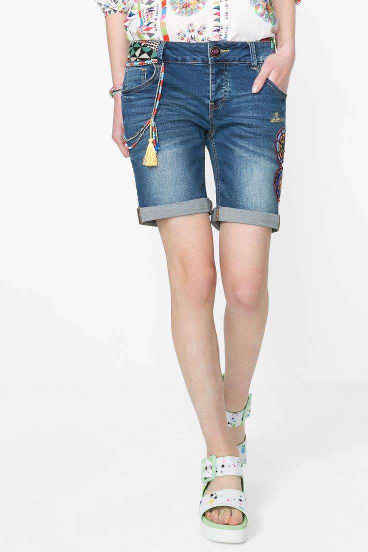Welcome to the Bermudas Triangle with this Exotic denim short. With tiny details and embroidery it fits perfectly with neackers and sandals.
