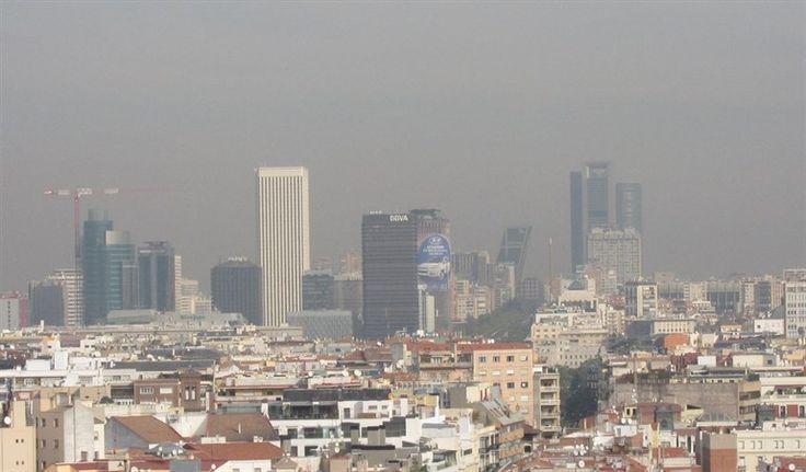 Madrid mantendrá el protocolo anticontaminación, que implica la prohibición de aparcar en las plazas del SER a los no residentes y la limitación a 70 km/h