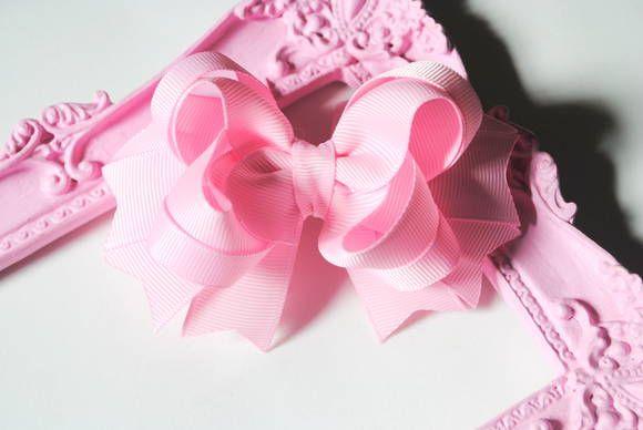 Laço de boutique com cores sólidas  2 andares  bico de pato  tamanho M  aprox 10cm de comprimento    cores:    branco  preto  rosa bb  rosa médio  rosa pink  vermelho  marrom  bege  cfreme  verde esmeralda  azul claro  azul turquesa  azul marinho  cinza  lilás  roxo  amarelo  laranja