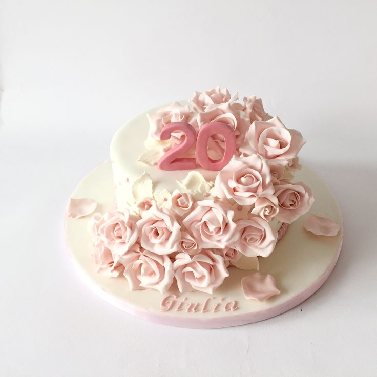 torta trapuntata con rose rosa in pasta di zucchero quilted cake with fondant pink roses