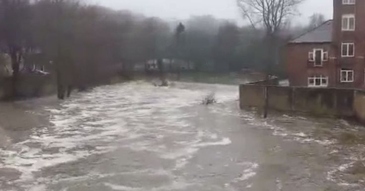 Environment Agency setting up flood barriers ahead of Storm Eva...: Environment Agency setting up flood barriers ahead… #EnvironmentAgency