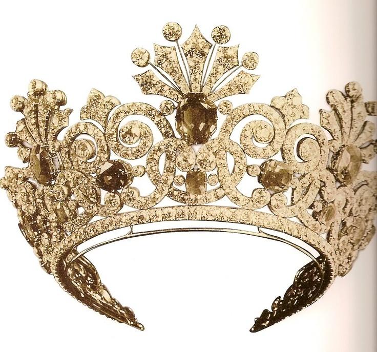 تيجان ملكية  امبراطورية فاخرة 6470f7a33fd616d93c65e5f99aaa9f40--royal-tiaras-royal-crowns