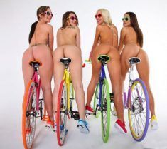 Belle femme du 05 sort avec son vélo customisé sur www.velocustom.eu