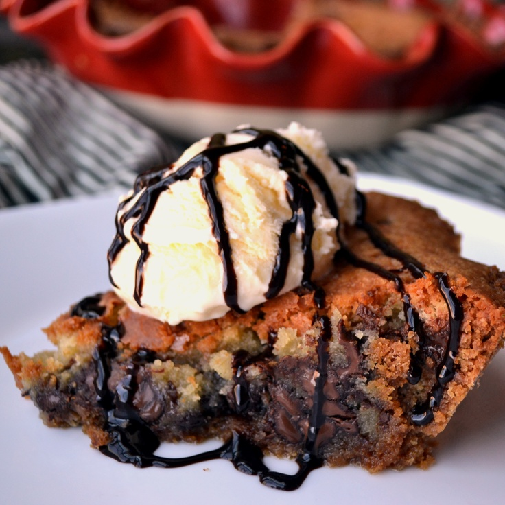Chocolate chip cookie pieChocolate Chips, Chips Pies, Chocolates Chips Cookies, Cookies Pies, Food,  Chocolates Syrup, Chocolate Chip Cookie, Chocolates Sauce'S, Sweets Tooth