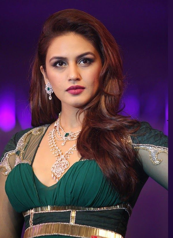 Huma Qureshi Latest Hot Stills In Green Dress
