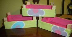 Estos son los pasos que debéis seguir para forrar cajas de la fruta con tela. ¡Es realmente sencillo! da igual si sobra tela por los bordes le hacemos el doblez hacia afuera ...