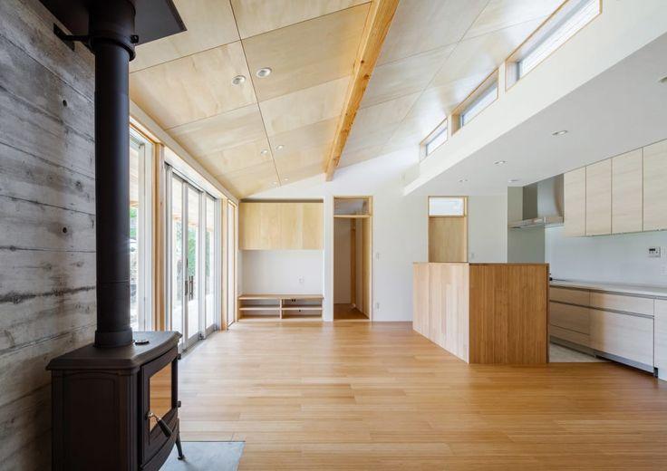 リビングのデザイン:鴻巣の曲り家をご紹介。こちらでお気に入りのリビングデザインを見つけて、自分だけの素敵な家を完成させましょう。