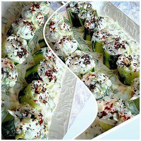 Salatalık dolması  5-6 adet orta büyüklükte salatalık Yarım demet semiz otu 2-3 diş sarmısak Süzme yoğurt Tuz Nane,pul biber Yapılışı  Orta boy salatalıkları resimdeki şekilde kesiyoruz,içlerini dolma yapar gibi oyuyoruz.iç kısımlarını atmıyoruz,semiz otunu cacıklık doğruyoruz,soyulmuş sarmısak ve süzme yoğurtla harmanlayıp önce servis tabağına bir kısmını döküyoruz.salatalıkları doldurup sevis tabağına alıyoruz.üzerine kuru nane dilerseniz pul biber serpiştirin servise hazır,afiyetleee..