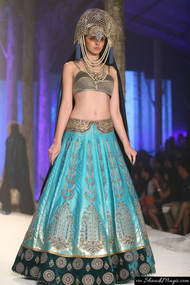 Traditional Indian sensibilities with an elegant but powerful dose of edginess without losing the element of timelessness, impeccably fine craftsmanship and a signature love for monarchy describe J J Valaya's signature style.