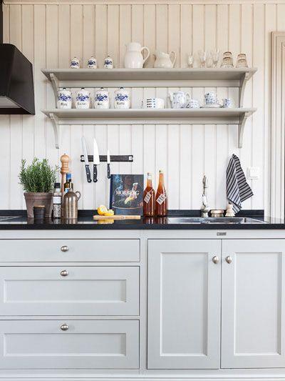 Anna Truelsen interior stylist: Fine kitchen, in two styles.