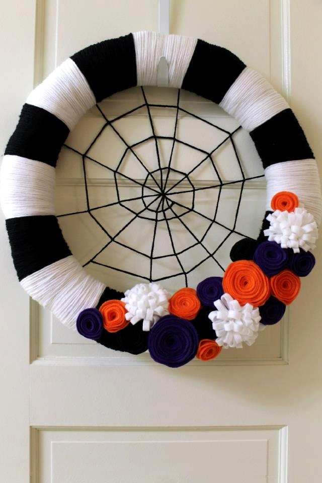 Halloween wreath- 16 inch black and white yarn wreath with felt flowers.