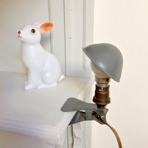 Brocante Décoration vintage / Ancienne lampe baladeuse champignon à pince en métal grise années 50 60