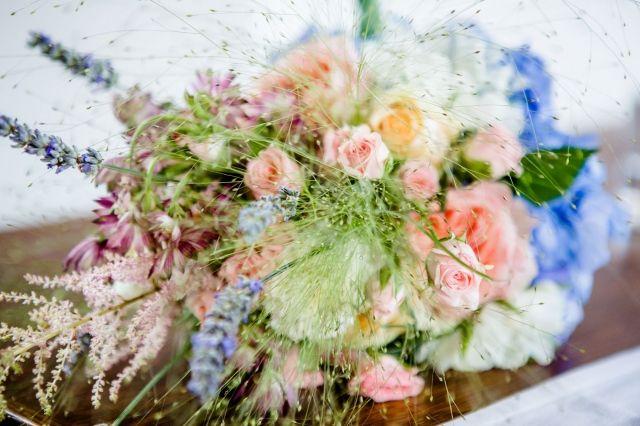#bruidsboeket #lente #trouwen #bruiloft #inspiratie #wedding #inspiration Trouwen in Kasteelhoeve de Grote Hegge in Thorn | ThePerfectWedding.nl | Fotocredit: Kim Fotografeert