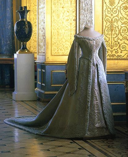 Ceremonial Court Costume of Empress Alexandra Feodorovna  late 19th - early 20th centuries    St. Petersburg, workshop of O.N. Bulbenkova